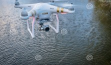 /upload/2262.phantom-quadcopter-drone-flying-over-water-fort-collins-co-usa-october-radio-controlled-camera-lake-61037427.jpg